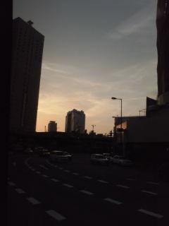 黄昏の大阪駅前